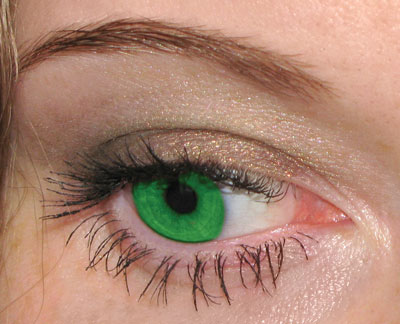 Рис. 1. Результаты перекраски радужной оболочки глаза инструментом Замена цвета: а — исходное изображение; б — режим Цветность;