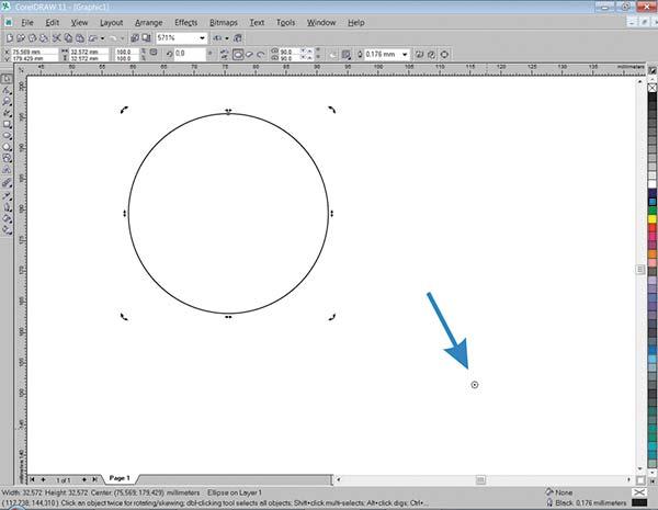Рис. 1. Изображение окружности с перемещенным центром вращения (указано стрелкой)