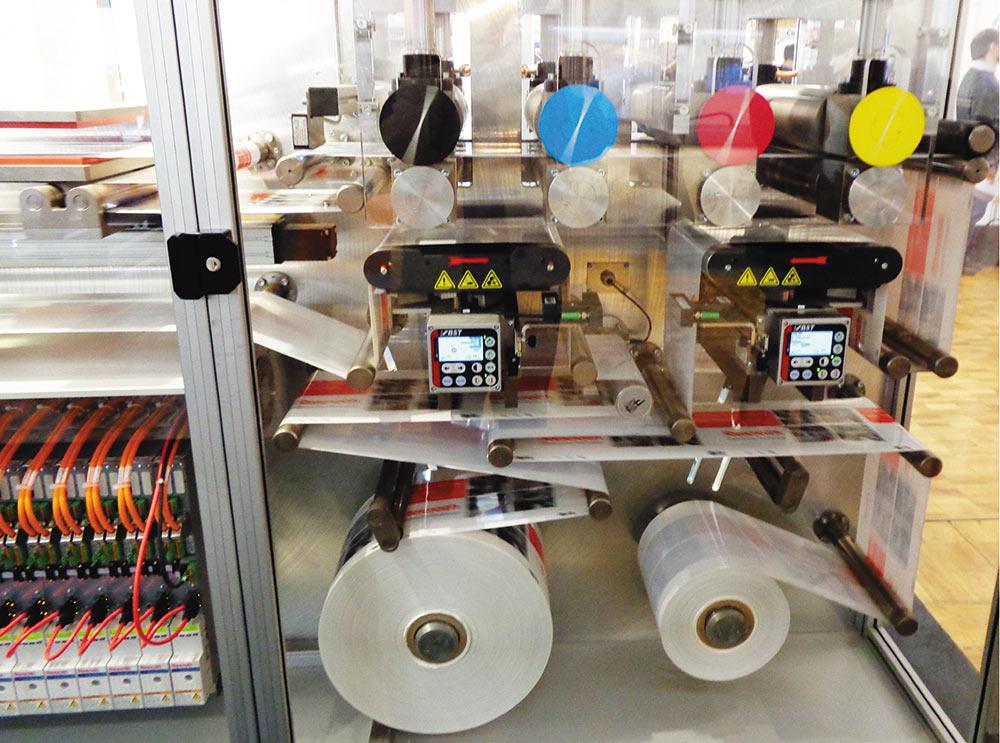 Рис. 6. Стенд, имитирующий четырехсекционную машину с индивидуальными приводами фирмы Rexroth