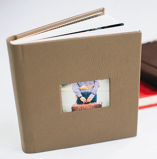 Фотокнига с обложкой из кожзаменителя со сквозным окошком